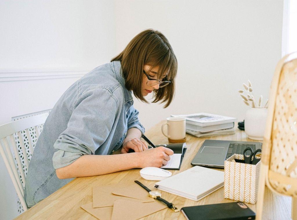 Trucuri pentru un birou de acasă productiv agenția Imobiliară Realkom București